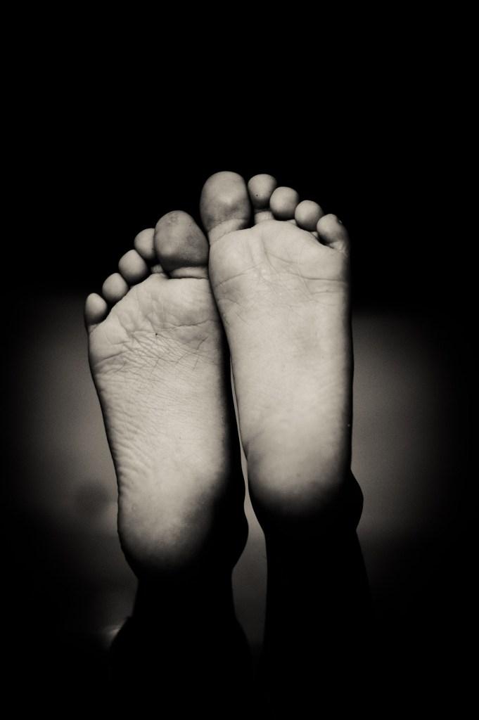 feet-1845706_1920