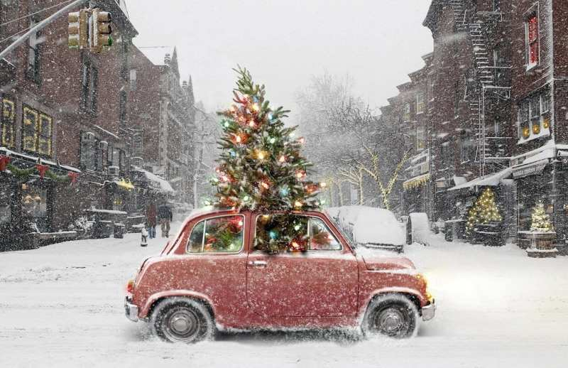 red-car-with-christmas-tree