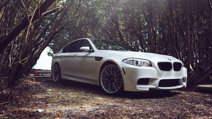 rides-white-bmw-m5-carlos-correa-mc-customs-21-inch-vellano-vkk