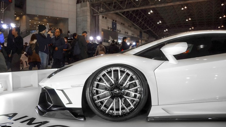 Savini-wheels-savini-forged-sv65-xc-black-and-white-fnish-white-lamborghini-aventador-aimgain2