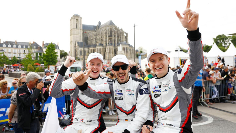 Porsche GT Team (94), Dennis Olsen (N), Sven Müller (D), Mathieu Jaminet (F), l-r, Drivers' parade, FIA WEC, Le Mans, 2019, Porsche AG