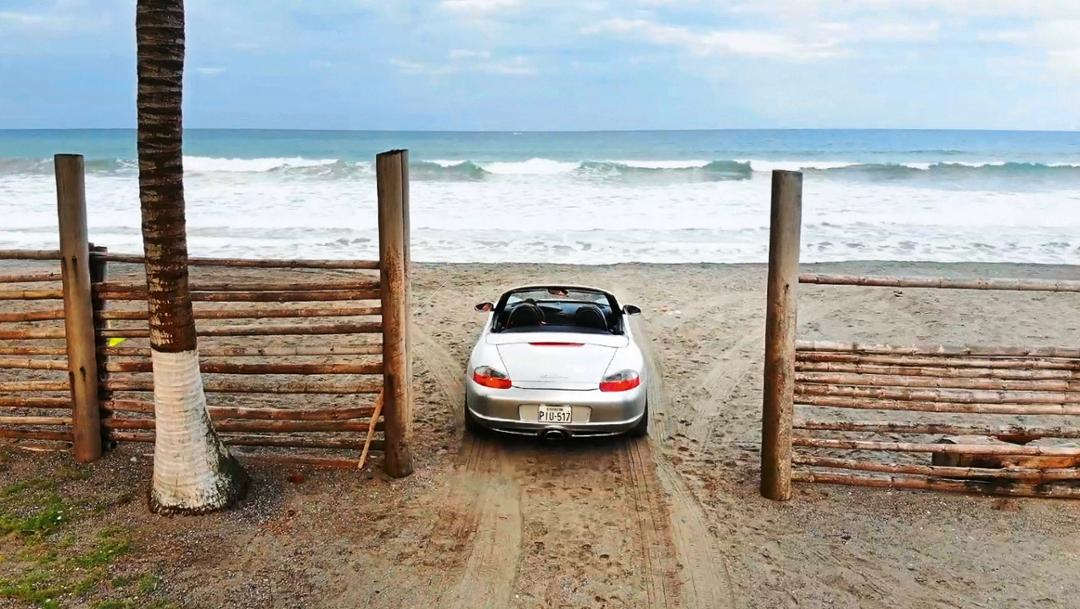 Pacific seashore nearby Pedernales, Ecuacor, 2018, Porsche AG