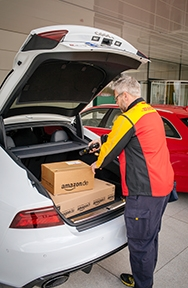 Audi is operative together with a partners DHL Parcel and Amazon to rise an innovative logistics service: shipping parcels directly to your car's trunk. A commander plan starting in May will concede participants to use Audi bond easy smoothness for a initial time. The use will work by proxy authorisation for keyless entrance to a car's luggage compartment.
