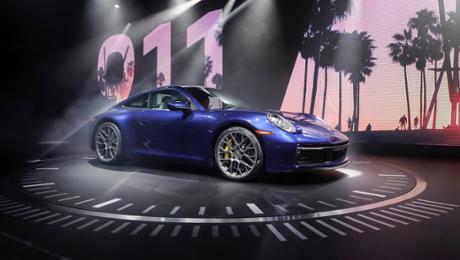 The new Porsche 911 – a pattern statue and high-tech sports car