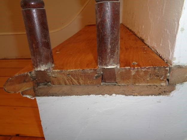 May 7 – bull nose removed for easier finishing reveals how spindles are installed on stair treads