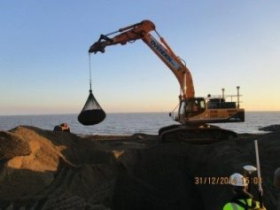 Boskalis Install Filter Units on Clacton and Holland on Sea Coastal Defence Scheme