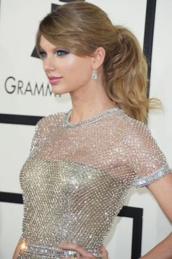 taylor-swift-grammys-2014-ponytail-w352