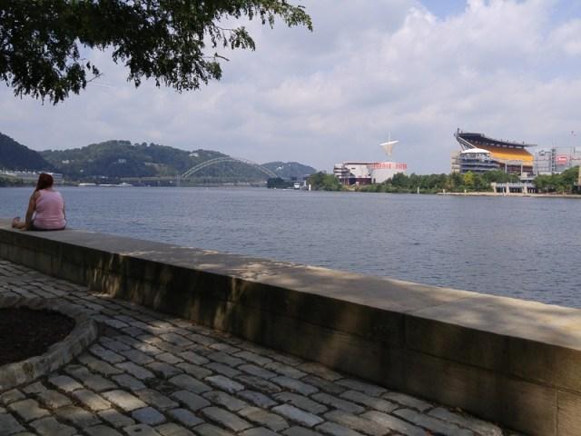 Pittsburgh-Point.looking-downstream-towards-W-End-Bridge.800-05