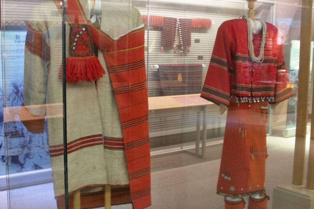 原住民の服装紹介コーナー