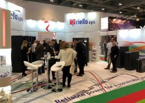 riello ups exhibition stand at dcw 2019 (data centre world) dozens of IT professionals