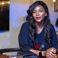 L'ACTRICE NIGERIANNE GENEVIEVE NNAJI S'AFFICHE DEVANT SON IMMENSE COMPLEXE HÔTELIER