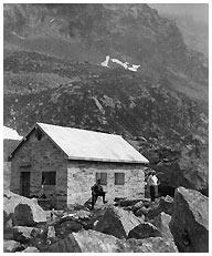 Il rifugio Zamboni-Zappa in una foto d'epoca
