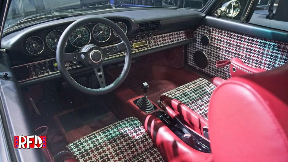 Singer 911 interior