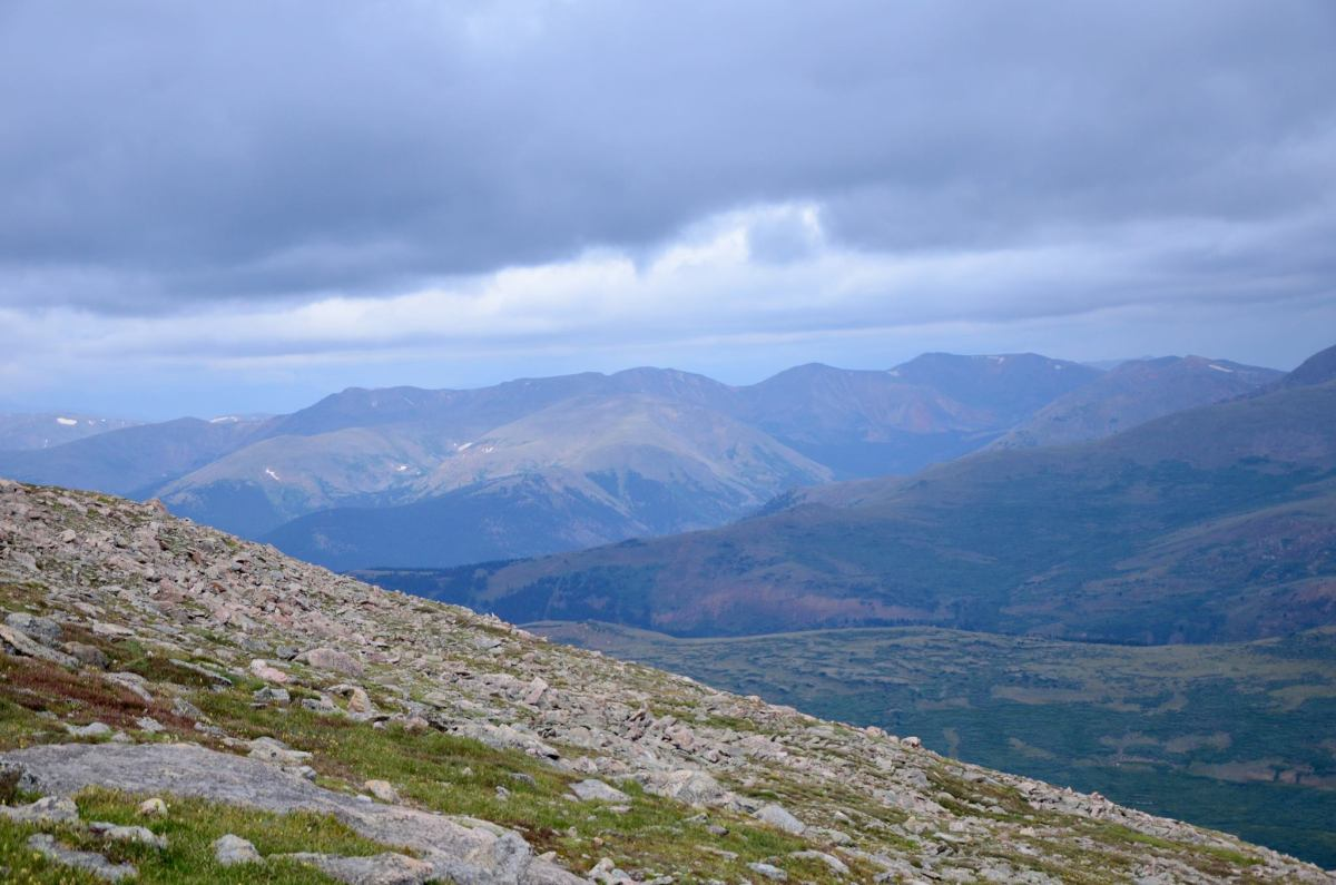 Hiking Mt. Bierstadt West Slopes trail - an greater beginner 14er for those who want to start bagging the peaks