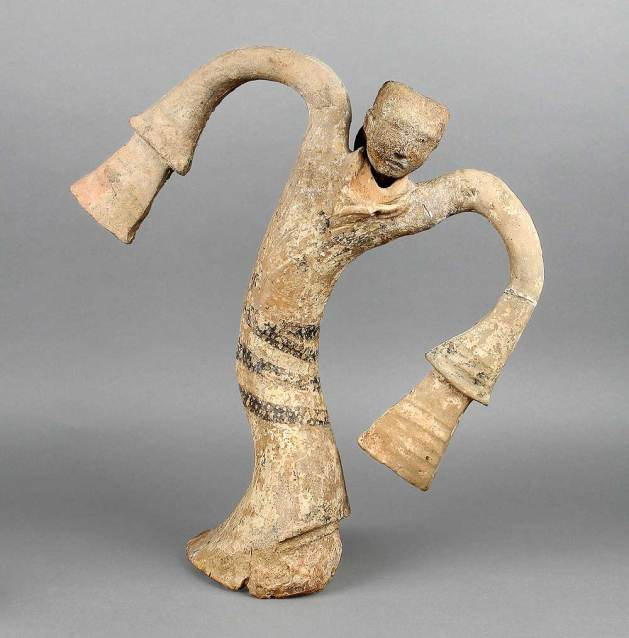 Dancer figurine, Western Han period (206 BCE–9 CE), 2nd century BCE. unearthed from the Tomb of the King of Chu, Tuolan Mountain, Xuzhou, Jiangsu. Earthenware. Xuzhou Museum, EX2017.1.77. Photograph © Xuzhou Museum.