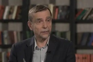 """Read more about the article Lev Ponomarev: """"I'm rubber and you're glue; your words bounce off me and stick to you."""" Extremists go after the Anti-Corruption Foundation."""