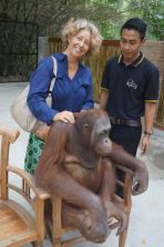 Leslie giving Valent a neck massage.