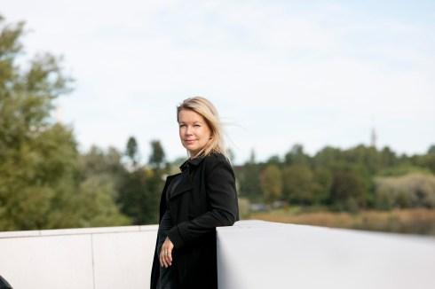 Muotokuva. Ohjaaja, kirjailija Elina Hirvonen.