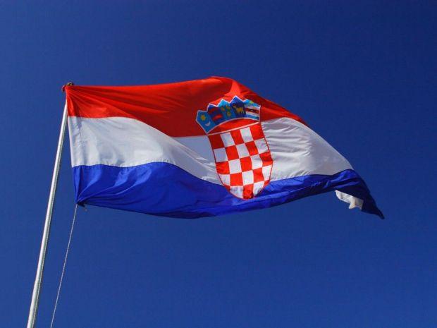 This image has an empty alt attribute; its file name is Croatia-Flag-desktop.jpg