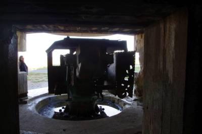 Im Kanonenbunker von Longues sur Mer