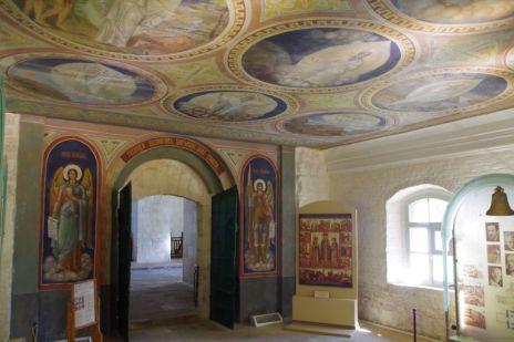 Neun restaurierte Deckenmalereien im Vorraum zeigen die Schöpfungsgeschichte