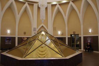 ...innen der Polygonspiegel für den ca. 5 Meter hohen Kronleuchter
