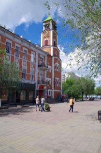 Im Einkaufszentrum Baschnja mit dem markanten Glockenturm...