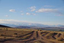 Entlang des Khar-Us nuur geht die 230 km lange Piste...