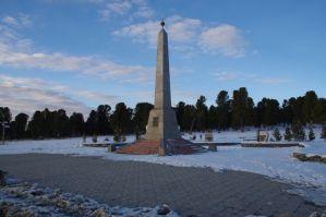 Der 1711 m hohe Seminskij-Pass mit dem Obelisken
