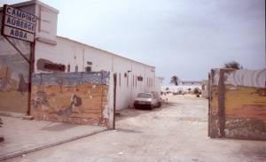 Die Einfahrt zum Camp ABBA in Nouadhibou