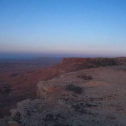 Ausblick in die 500m tiefer liegende Jifarah-Ebene