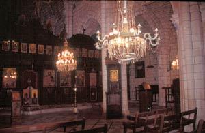 und der Innenraum der Hauptkirche mit vielen Fresken, Bildern und Schnitzereien. Gegründet im 6.Jahundert - 1897 wurde es grundlegend renoviert.