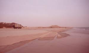 Abends: Die Flut und ein Sandsturm kommen