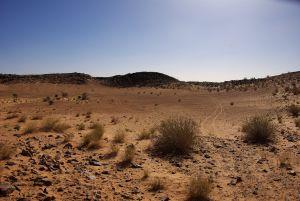 Kaum erkennbar der Aoueloul Meteoriten-Krater