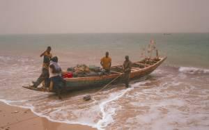 Fischer bei der Vorbereitung zur Ausfahrt