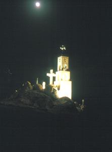 Die Klosterkirche mit dem Gipfelkreuz auf dem Cherubin
