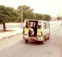 0450_Fortkommen_Minibus in Nouakchott