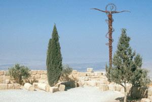 Das Schlangenkreuz auf dem Mount Nebo - von hier aus soll Moses zum ersten Mal das gelobte Land gesehen haben