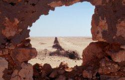 von den Italienern errichteter Stacheldraht-Grenzzaun nach Ägypten
