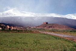 Blick zurück auf La Calahorra und die Sierra Nevada