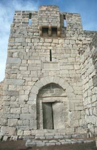 Das Eingangstor mit Basalt-Torflügeln vom Qasr Azraq ...