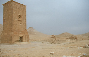 Der Grabturm des Yamliku mit den Löwenköpfen aus dem Jahre 83