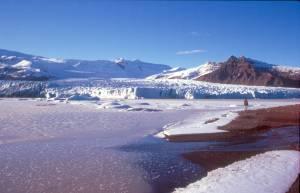 Der zugefrorene Gletschersee Fjallsárlón...