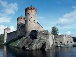 Die Burg Olavinlinna in Savonlinna