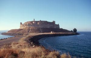 Die Burg Qaalat Jabar, ist jetzt vom Stausee umgeben