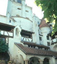 Der Burgfried vom Innenhof aus