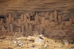 und Grabstätten bzw. Versorgungslager der Dogon