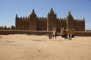 Djenné mit der größten im sudanesischen Baustil...