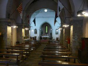 mit einer alten Kirche ein...