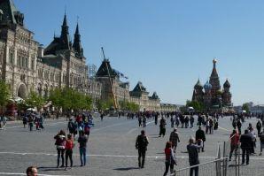Auf dem Roten Platz mit dem Einkaufszentrum GUM und der Basilius-Kathedrale